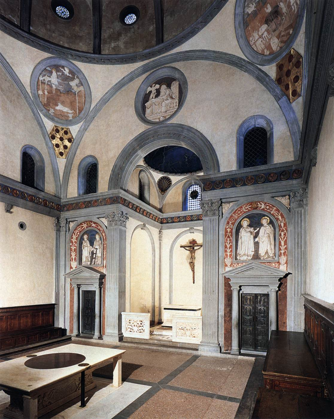 The old sacristy of san lorenzo in florence for Interior iglesia san lorenzo brunelleschi